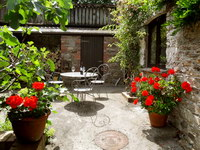 rear courtyard, cider barn, crannacombe farm self catering accommodation near kingsbridge, south devon
